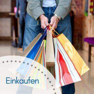 Mann mit vielen Einkaufstüten
