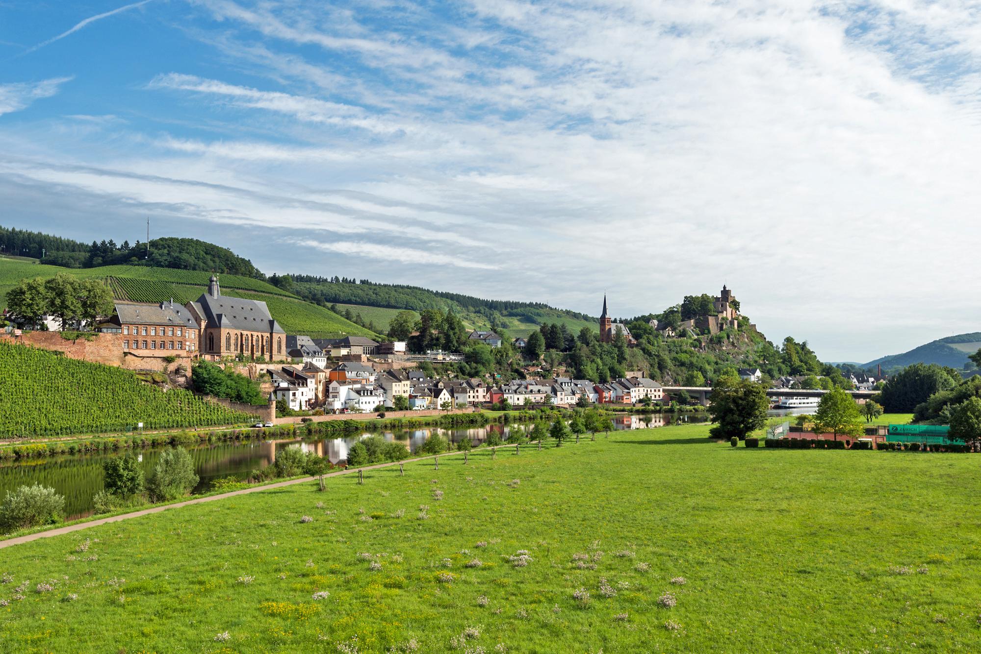 Blick auf die Saar und Saarburg