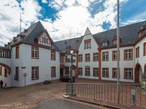 Verbandsgemeinde Saarburg, Frontseite, altes Gebäude