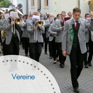 Musikverein zieht durch die Saarburger Altstadt
