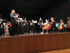 String Ensemble in der Stadthalle auf der Bühne, klassische Musik